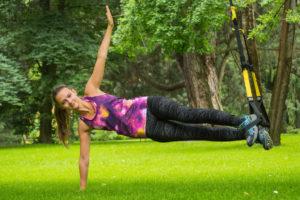 TRX Übung Side Plank | © Manuela Luisa Meusburger