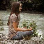 Meditation am Fluss